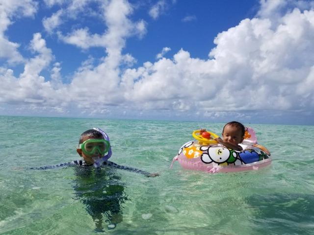浜島周辺でのシュノーケルを楽しむ子供