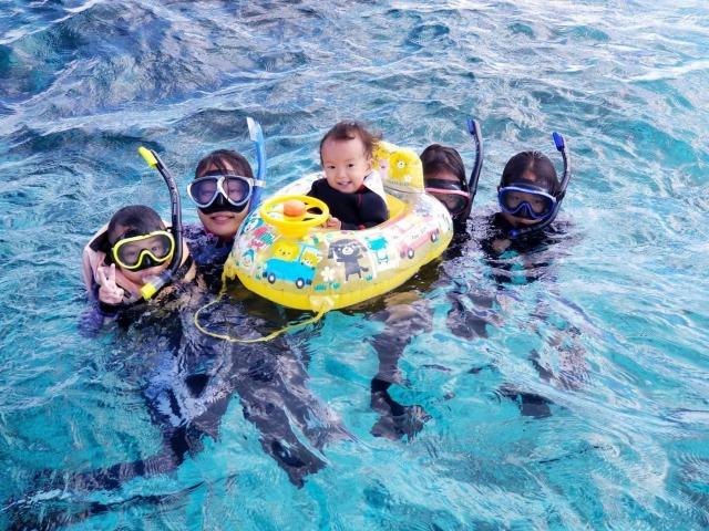 家族みんなで小浜島の海をシュノーケリング
