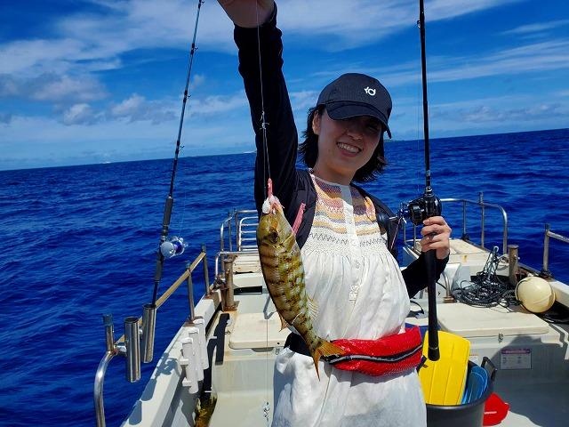 西表島の釣りツアーで釣った女性