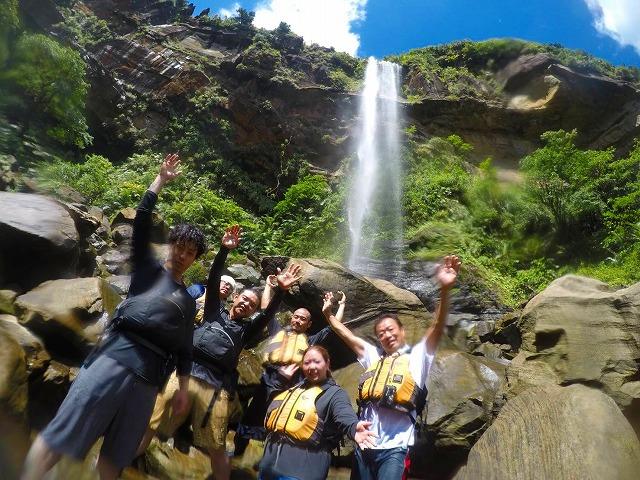 西表島のカヤック(カヌー)ツアーには滝に行くプランも