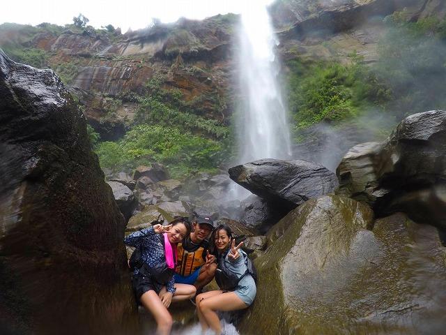 女子旅でピナイサーラの滝へ登る