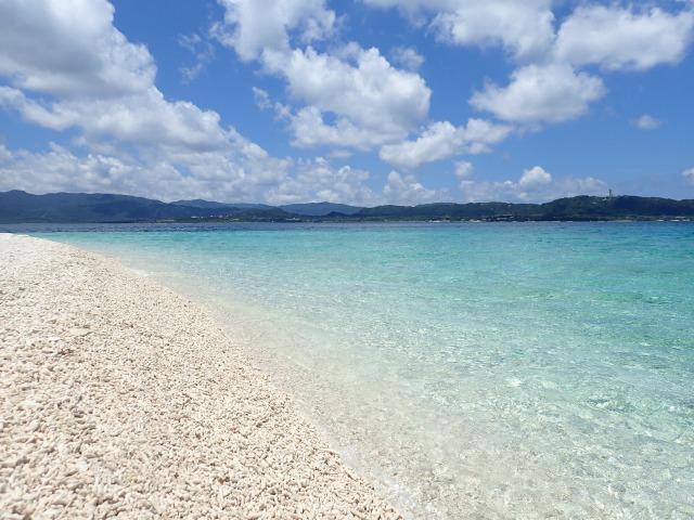バラス島と海のコントラスト
