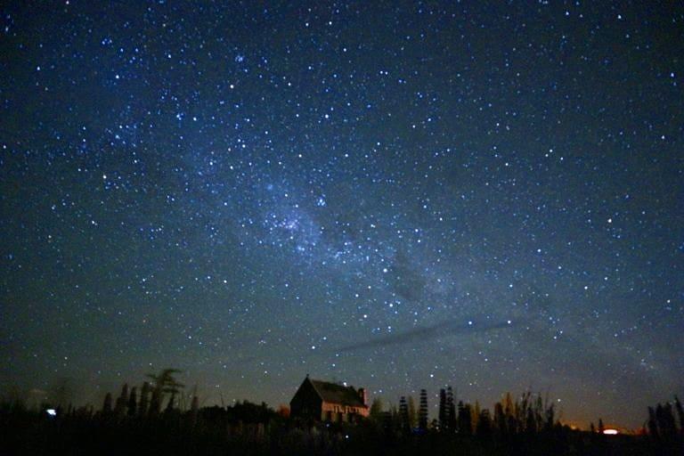夏の石垣島の夜空を彩る天の川