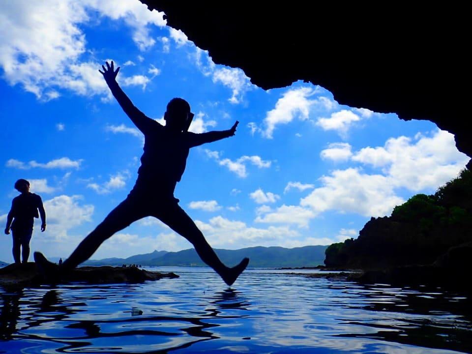 石垣島の青の洞窟へダイブ