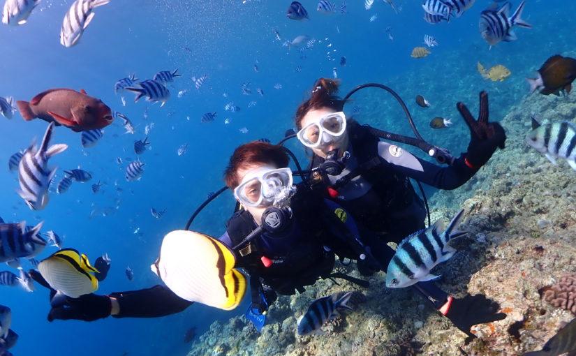 沖縄の青の洞窟で友達と体験ダイビング