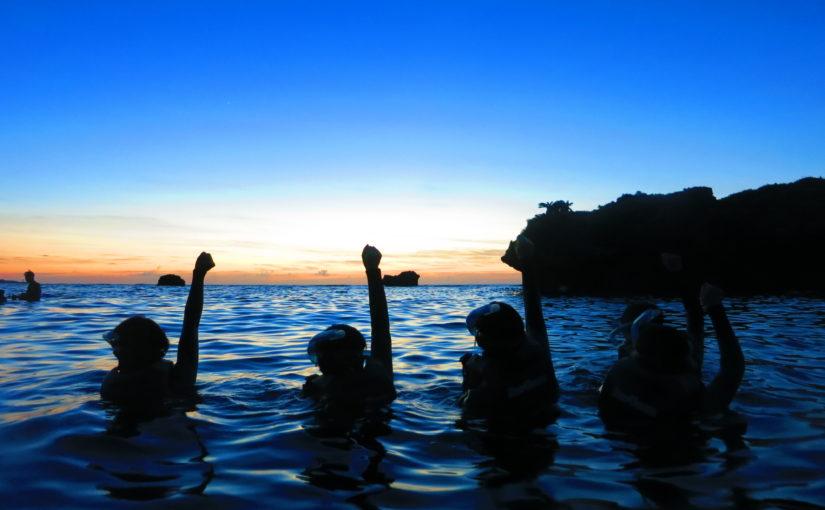 沖縄の恩納村でナイトシュノーケリング