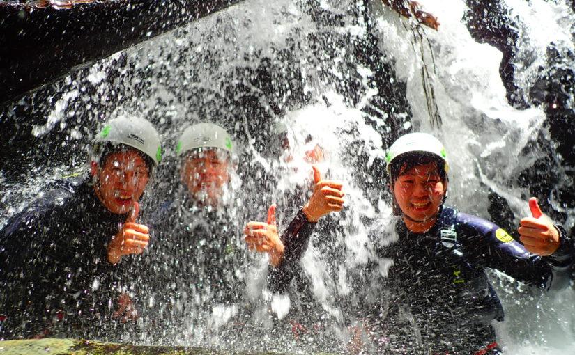 沖縄のやんばるでシャワークライミング