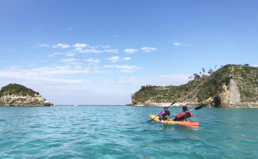 沖縄のやんばるの海をシーカヤックで進む