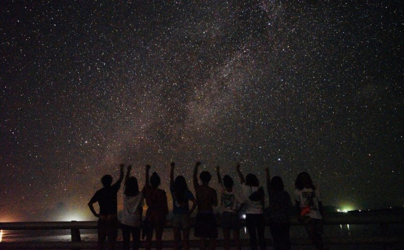 宮古島の天の川の前で記念撮影