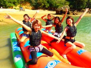 お友達と沖縄でバナナボート