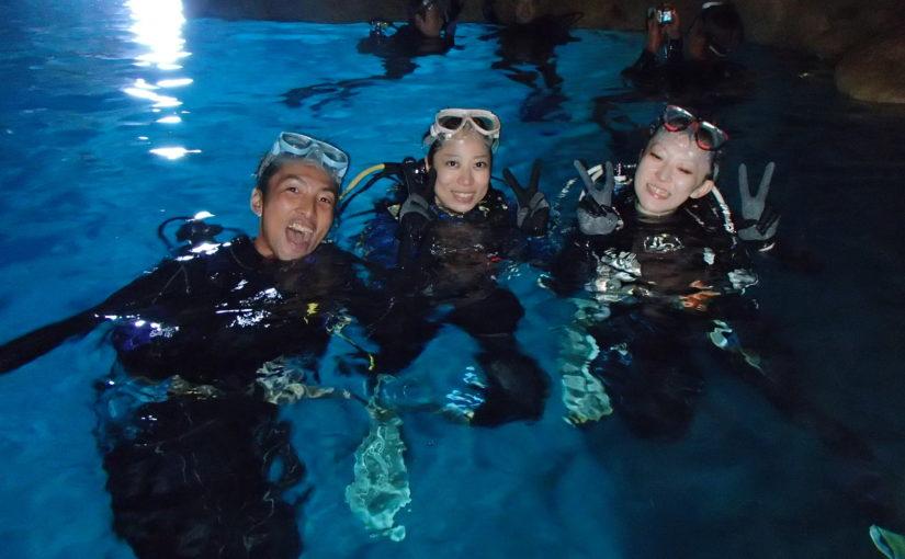 沖縄の青の洞窟で体験ダイビングツアーに参加する