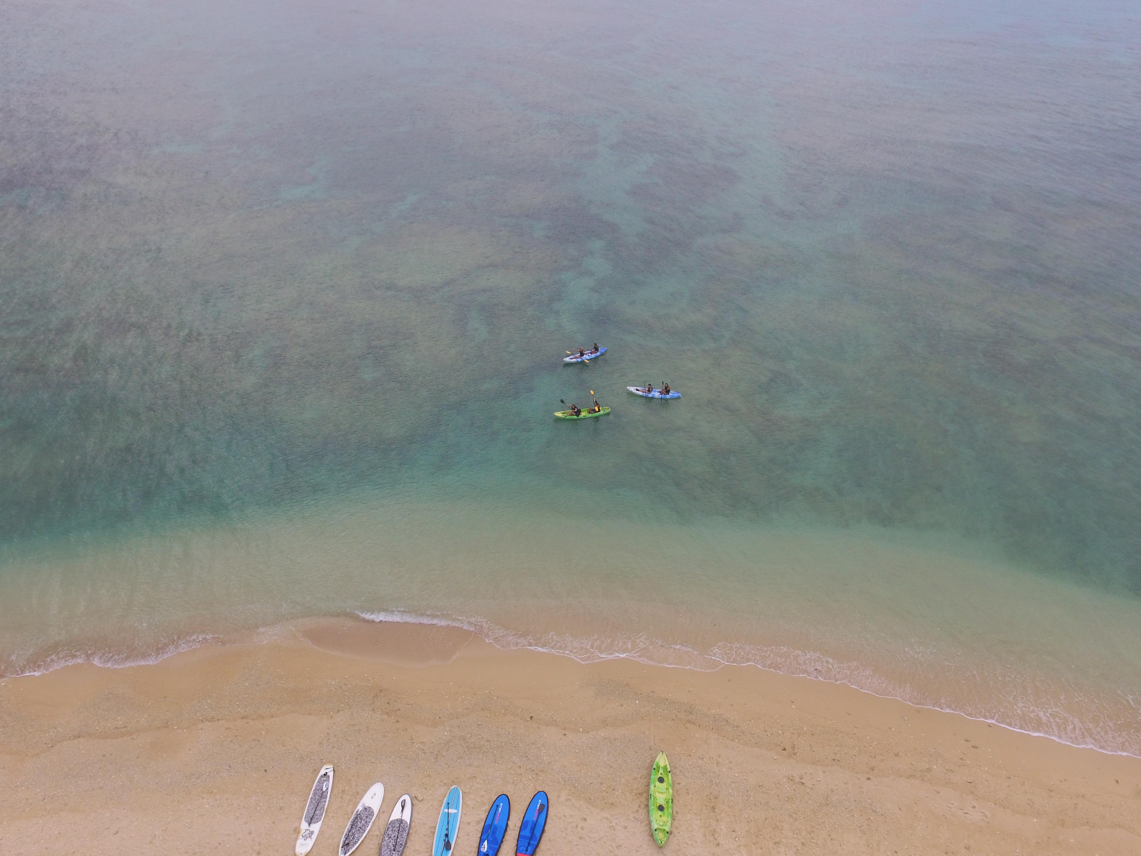 沖縄の読谷村の海でシーカヤック