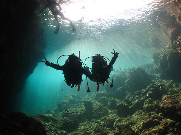 沖縄の青の洞窟での体験ダイビング