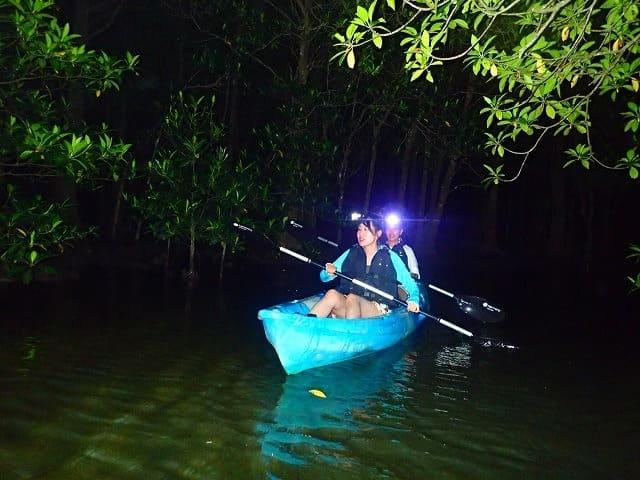 宮古島の夜の海をカヌー体験