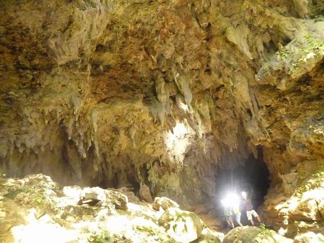 鍾乳洞探検ツアー