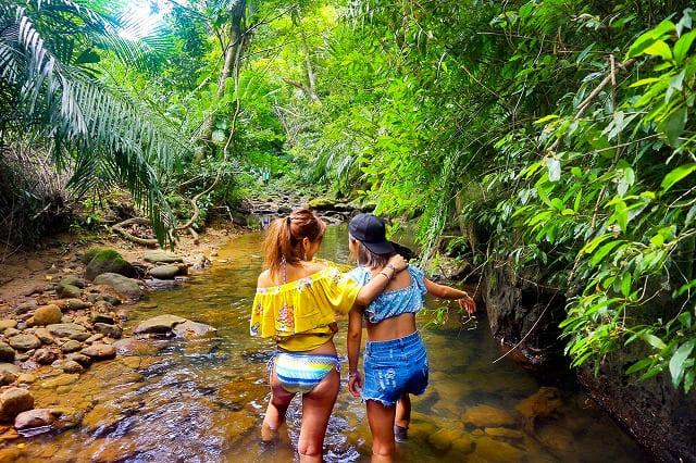 女子旅でジャングルトレッキング中