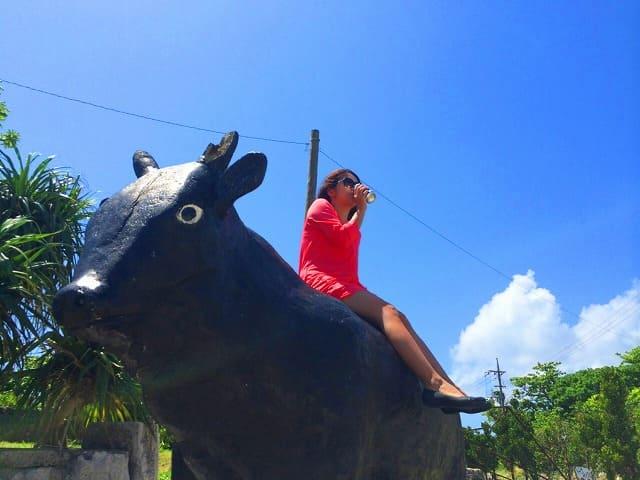 黒島観光を楽しむ女性