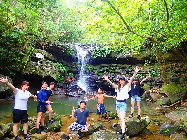 クーラの滝で滝つぼ水遊び