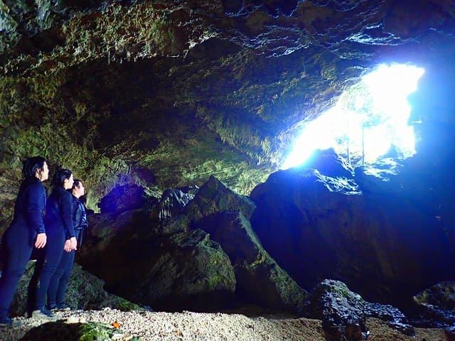 青の洞窟を探検