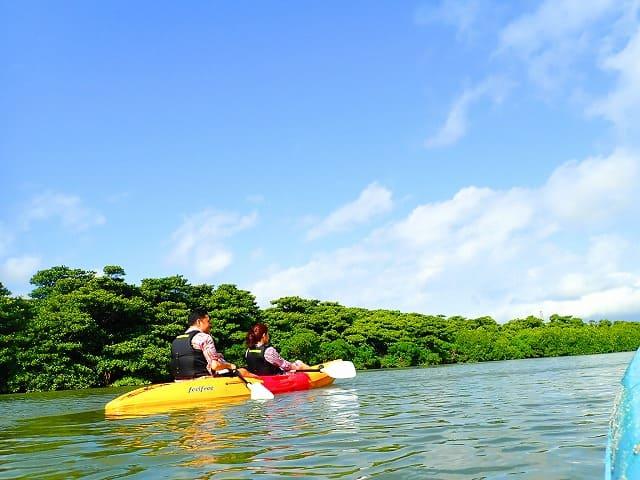 石垣島の朝日を浴びながらのカヤック