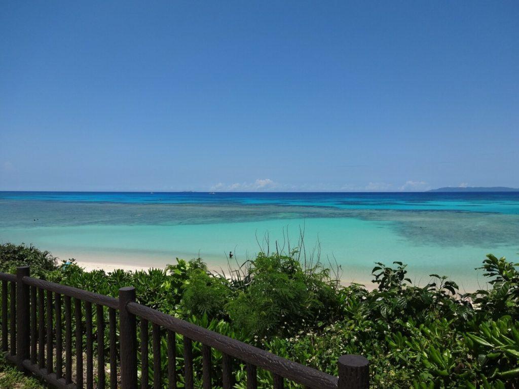 ニシ浜の透明度抜群の海