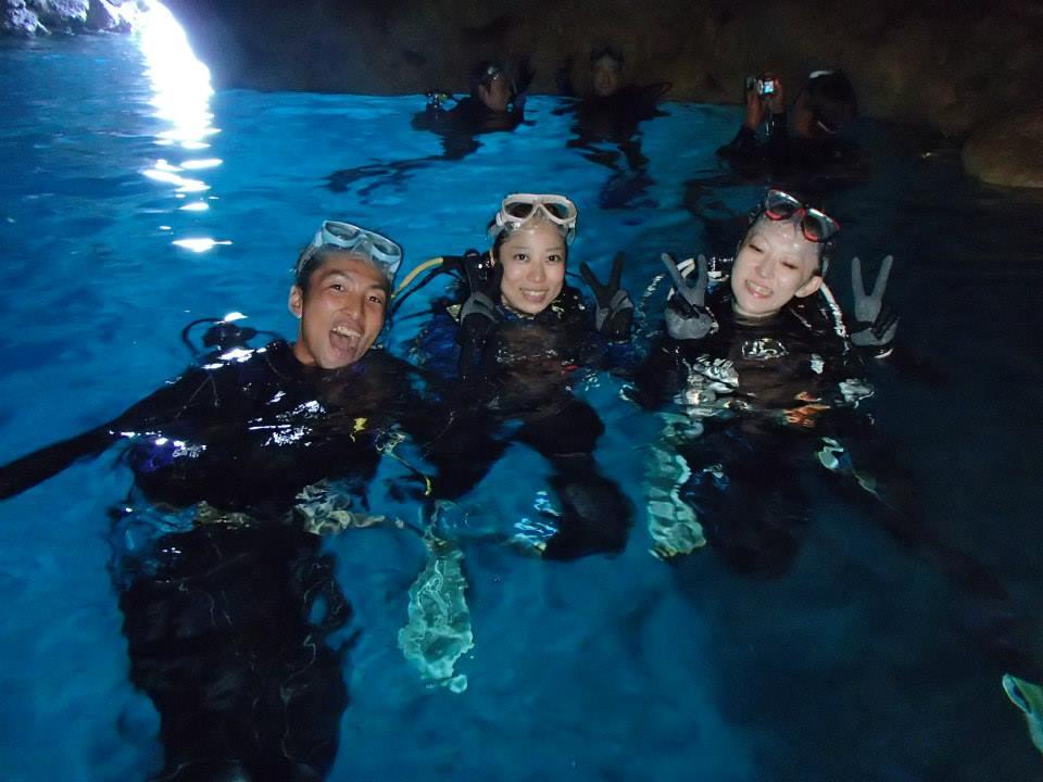 沖縄の青の洞窟で体験ダイビング