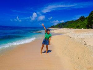 パナリ島の透明度抜群のビーチ