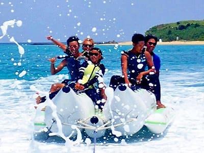 団体旅行にもピッタリな小浜島でのバナナボート