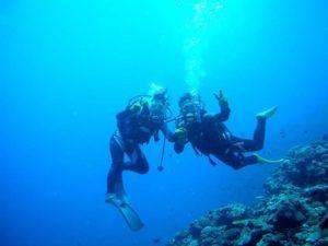 初めての体験ダイビングを石垣島で楽しむカップル