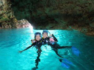 シュノーケリングで沖縄の青の洞窟体験