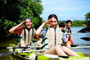 カップルでマングローブカヌー体験に参加