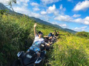 石垣島でバギーに乗って記念撮影