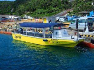 宮古島のツアーで使用するグラスボート