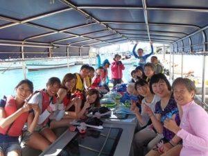 ご家族や団体旅行にピッタリのグラスボートツアー
