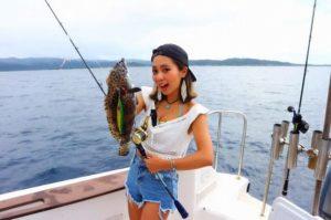 女の子でも西表島の釣りツアーに参加すれば簡単に釣れます