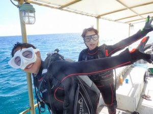 ボートの上で体験ダイビングの準備