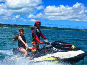 水上バイクで海を駆け抜ける