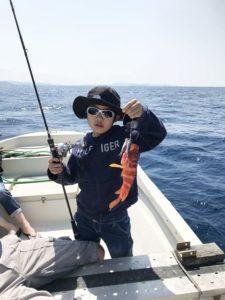 アカジンミーバイを釣り上げたお子様