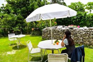 パナリ島の古民家でカフェタイム