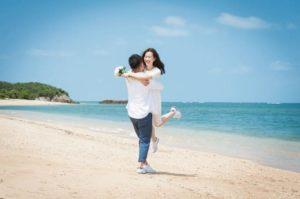石垣島の海でカップルフォト撮影