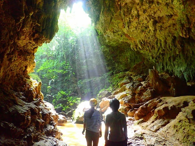 西表島で洞窟探検