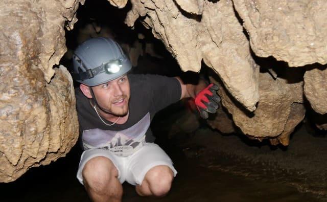 西表島の鍾乳洞を探検