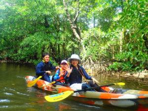 家族旅行にもおすすめなマングローブカヌー