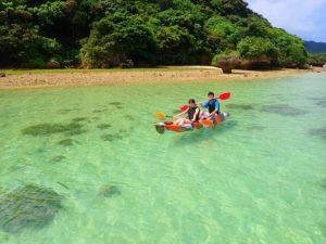 川平湾でカヤック体験