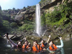 ピナイサーラの滝つぼで水浴び