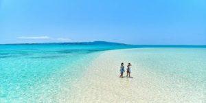 浜島を散策する女性たち
