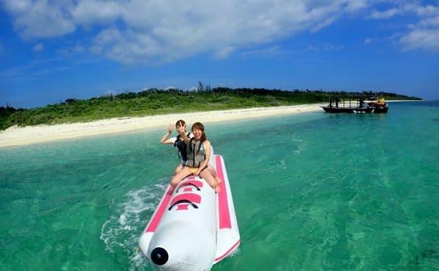 バナナボートに乗って記念撮影