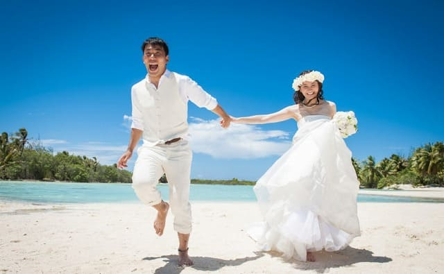 石垣島の絶景ビーチでウェディングフォトを撮影