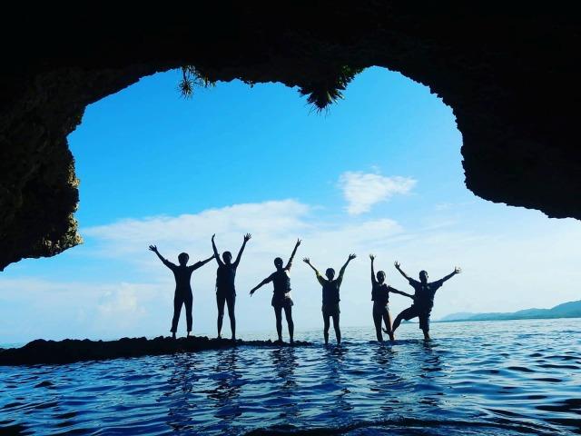幻想的な光景を味わえる石垣島の青の洞窟