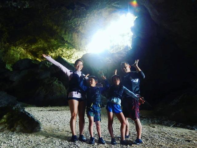 石垣島の青の洞窟内部